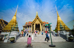 曼谷- 8月03 :旅客拍照片是在封垫pa的一件礼物 图库摄影