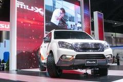 曼谷- 3月27 :从五十铃在第35个曼谷国际汽车展示会,在驱动的概念秀丽的所有新的白色muX在Ma 库存照片