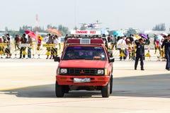 曼谷- 3月23 :Breitling在皇家天空Breitling队和Rayal泰国空军飞行表演之下的喷气机队在Donmueang曼谷 免版税图库摄影
