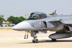 曼谷- 3月23 :Breitling在皇家天空Breitling队和Rayal泰国空军飞行表演之下的喷气机队在Donmueang曼谷 库存图片