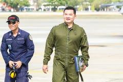 曼谷- 3月23 :Breitling在皇家天空Breitling队和Rayal泰国空军飞行表演之下的喷气机队在Donmueang曼谷 库存照片