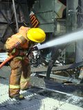 曼谷/泰国- 05 29 2010年:消防员在闷燃的世界贸易中心工作 免版税库存图片