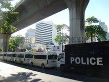 曼谷/泰国- 05 20 2010年:警察控制空的Sukhumvit街道 免版税库存照片