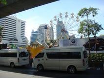曼谷/泰国- 05 20 2010年:警察控制空的Sukhumvit街道 免版税图库摄影