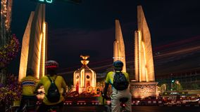 曼谷/泰国- 2019年5月11日:民主纪念碑得到庆祝 掀动下来 影视素材