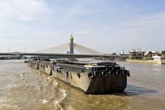 曼谷货物驳船 库存图片