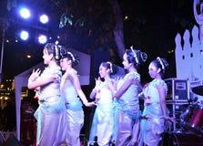曼谷- DEC 16 :在Phra Athit走的St的传统泰国舞蹈 库存图片
