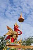 曼谷garuda红色雕象 库存照片