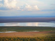 曼雅拉湖徒步旅行队在Afric 库存图片