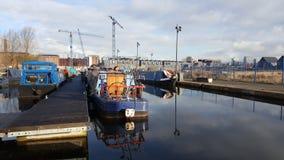 曼彻斯特,英国,英国- 2016年3月30日:运河、驳船和工业地平线在曼彻斯特的EASTLANDS 图库摄影