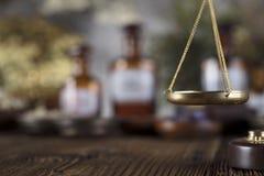 替代竹浴biloba银杏树项目医学温泉盘 商标和文本的地方 免版税库存照片