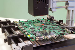 替换在bga重做驻地的微处理器 运转中红外焊接的驻地 库存照片