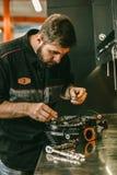 替换的摩托车技工电热塞自行车引擎 库存照片