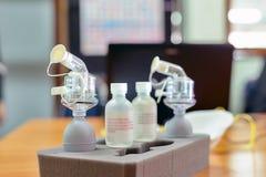 替换雾化器的呼吸适合测试成套工具在实验室 免版税库存图片