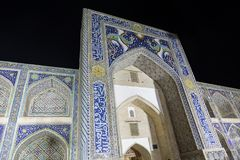 最低点法院Begi Madrasah清真寺 Lyabi-hauz 布哈拉,乌兹别克斯坦 免版税图库摄影