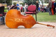 最低音,低音提琴。 库存图片