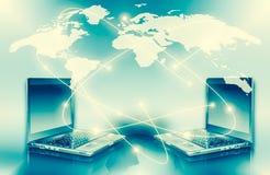 最佳的企业概念概念全球地球发光的现有量互联网系列 计算机流动性、互联网通信和云彩 库存图片
