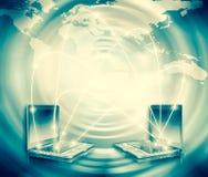 最佳的企业概念概念全球地球发光的现有量互联网系列 计算机流动性、互联网通信和云彩 免版税库存图片