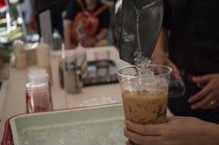 最佳的咖啡&茶在辛哈公园 做冰冻咖啡车间 免版税库存照片