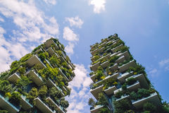最佳的高楼全世界和快速的云彩 免版税图库摄影