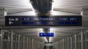 最后的呼叫请求我的从莱比锡的汉莎航空公司飞行向法兰克福 库存照片
