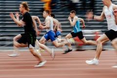 最后的连续人短跑选手赛跑者 免版税库存图片
