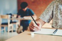 最后试验测试检查的大学生在大学 免版税库存图片