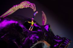 最基本滑冰的小雕象 免版税图库摄影