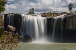 最大和庄严瀑布在越南是干燥Nur 免版税库存图片