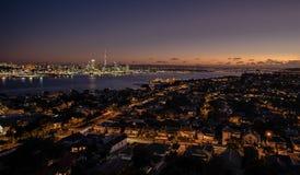 最大的城市的地平线照片在新西兰,奥克兰 免版税库存图片