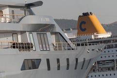 最大的游艇和肋前缘CRUSE 免版税库存照片