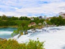 最大的瀑布在河莱茵的欧洲在瑞士 免版税库存照片