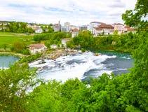 最大的瀑布在河莱茵的欧洲在瑞士 免版税图库摄影