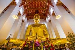 最大的菩萨在泰国:Luang Pho Toh Wat Ket Chaiyo 免版税图库摄影