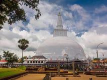 最大的stupa在阿努拉德普勒, Sri隆奥 免版税库存图片