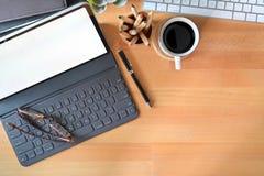 最小的工作区片剂、巧妙的键盘和拷贝空间 库存图片