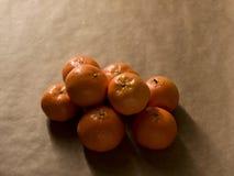 最小的构成-堆在包装纸的柑桔 图库摄影