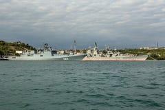 最新的巡逻艇海军上将Grigorovich 745和卡拉班的导弹巡洋舰刻赤753 库存图片
