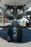 最新的飞机空中客车A350-900 XWB的前面起落架 库存图片