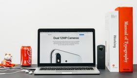 最新的iPhone x 10与双重12 mp照相机 免版税图库摄影