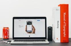 最新的iPhone x 10与苹果薪水面孔id 库存图片