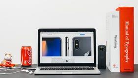 最新的iPhone x 10与豪华staliness钢 免版税库存照片