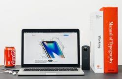 最新的iPhone x 10与防水例子 免版税库存照片