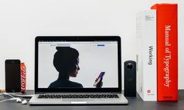 最新的iPhone x 10与面孔recognitino 库存图片