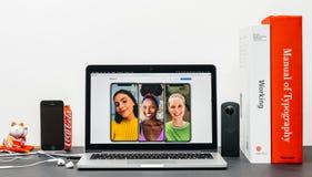 最新的iPhone x 10在纵向印刷下 图库摄影