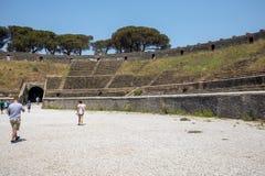 最旧生存罗马圆形露天剧场在庞贝城,意大利古城 庞贝城毁坏了并且埋没了与灰在Vesuviu以后 免版税库存图片