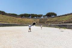 最旧生存罗马圆形露天剧场在庞贝城,意大利古城 库存照片