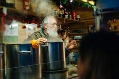 最旧的圣诞节市场在欧洲-史特拉斯堡,阿尔萨斯, Fran 免版税库存照片