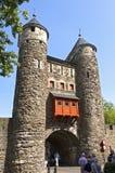 最旧的荷兰城市门Helpoort在马斯特里赫特 免版税库存图片