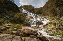 最普遍的Mae Ya瀑布在土井Inthanon国家公园, 免版税图库摄影